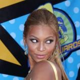 Beyonce - włosy związane w kitkę, 2003