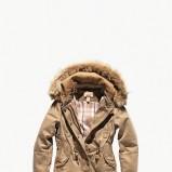 beżowa kurtka Levis - sezon jesienno-zimowy