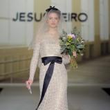 beżowa suknia ślubna Jesus Peiro wyszywana