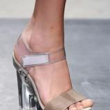 beżowe sandały Prada