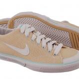 beżowe trampki Nike - moda jesienna