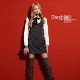 biała bluzka Bershka - sezon jesienno-zimowy