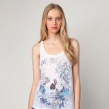 biała bluzka Bershka z nadrukiem - lato 2012