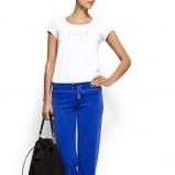 biała koszulka Mango - trendy wiosenne