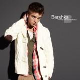 biała kurtka Bershka - moda jesienna