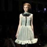 biała sukienka Simple z kołnierzykiem - jesień/zima 2012/2013