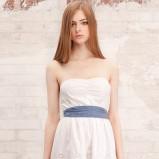 biała sukienka Stradivarius odkryte ramiona - lato 2012