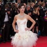 biała sukienka z tiulowym dołem