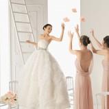 biała suknia ślubna Aire Barcelona w kwiaty