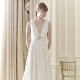 biała suknia ślubna Jenny Packham  z głębokim dekoltem