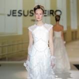 biała suknia ślubna Jesus Peiro z koronką