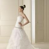 biała suknia ślubna Lunanovias z trenem - 2012