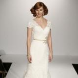 biała suknia ślubna Maggie Sottero z rękawami