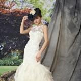 biała suknia ślubna Manu Garcia z falbanami koronkowa - moda 2012