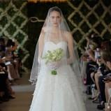 biała suknia ślubna Oscar de la Renta z dekoltem w kształcie serca