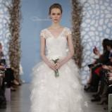 biała suknia ślubna Oscar de la Renta z falbanami