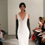 biała suknia ślubna Vera Wang z dekoltem w kształcie V