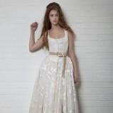 biała suknia ślubna Vivienne Westwood z paskiem