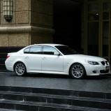 białe bmw 530xD do ślubu