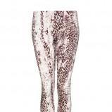 białe legginsy Mango w panterkę - letnia kolekcja