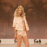 białe szorty C&A w kwiaty - moda wiosna/lato