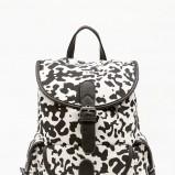 biało-czarny plecak Bershka - modne plecaki