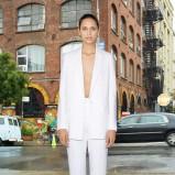 biały garnitur Givenchy