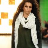 biały szal Benetton - kolekcja jesienno-zimowa