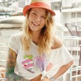 biały t-shirt Cropp z nadrukiem - letnie trendy 2013