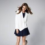 Biały żakiet i czarna sukienka