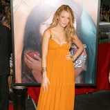 Blake Lively w musztardowej sukni