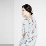 błękitna bluzeczka Zara TRF w kwiaty - wiosenny lookbook