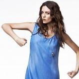 błękitna sukienka Reserved - trendy wiosenno-letnie