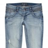 błękitne jeansy C&A - moda na jesień 2013