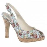 błękitne pantofle Bata w kwiaty - z kolekcji wiosna-lato 2011