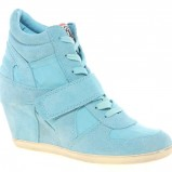 błękitne sneakersy Asos na koturnie - buty na wiosnę