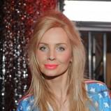bluza w gwiazdki w kolorze niebieskim - Agnieszka Szulim