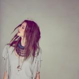 bluzka Free People z frędzlami w kolorze szarym - moda na lato 2013