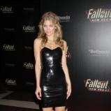 błyszcząca sukienka w kolorze czarnym - AnnaLynne McCord