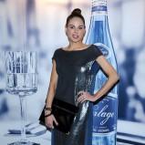 błyszcząca sukienka wieczorowa w kolorze czarnym - Magda Modra