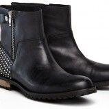 botki Reserved w kolorze czarnym - obuwie na wiosnę 2013