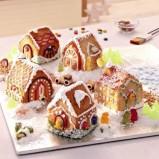 Bożonarodzeniowe figurki kolorowe domki   -Wigilia 2013