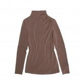 brązowa bluzka Bialcon z golfem - trendy na jesień-zimę