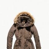 brązowa kurtka Levis z futerkiem - sezon jesienno-zimowy