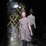 brązowa sukienka Łukasz Jemioł - trendy na jesień-zimę