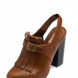 brązowe pantofle Stradivarius - moda 2011