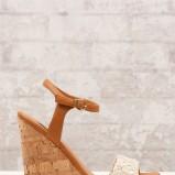 brązowe sandałki Stradivarius - z kolekcji wiosna-lato 2012