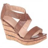 brązowe sandały CCC na koturnie - wiosna-lato 2012
