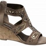 brązowe sandały Deichmann ze zdobieniami - z kolekcji wiosna-lato 2011