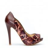 brązowy czółenka Stradivarius z wężowej skóry - jesień/zima 2011/2012
